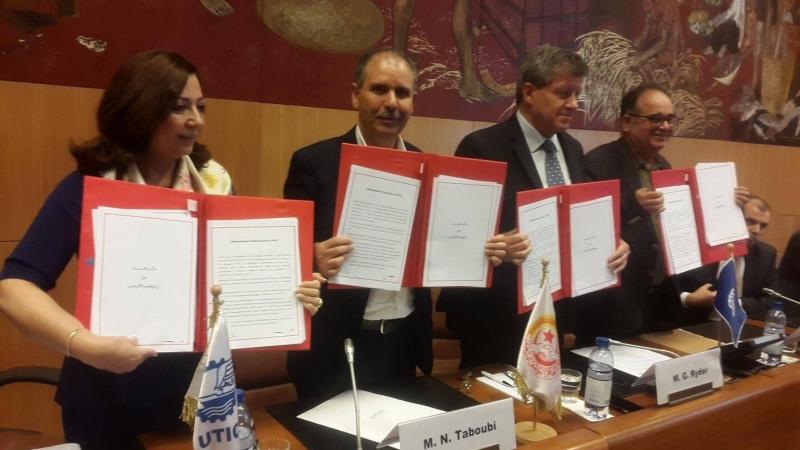 إمضاء اتفاقية العمل اللائق