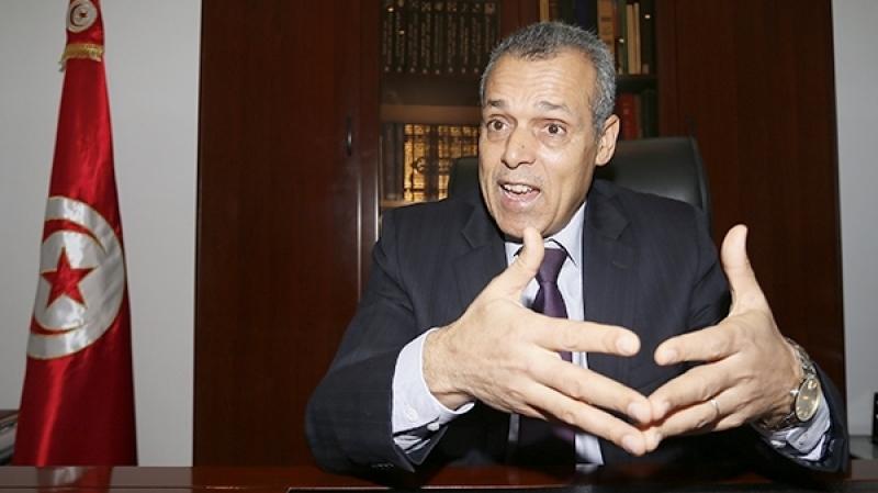 السفير التونسي بالجزائر ينفي إنهاء مهامه