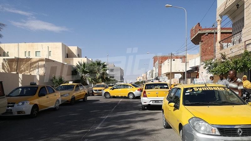 قبلي: أصحاب سيارات التاكسي يحتجون ضد تعنيف زميلهم