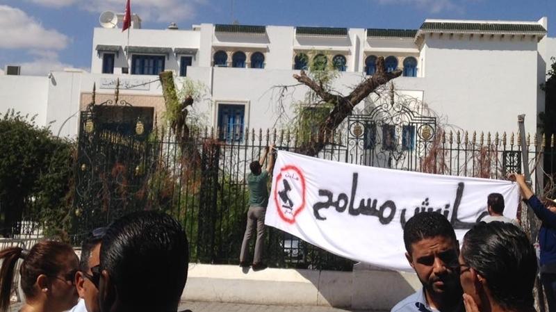 احتجاجات أمام البرلمان للمطالبة بسحب مشروع قانون المصالحة