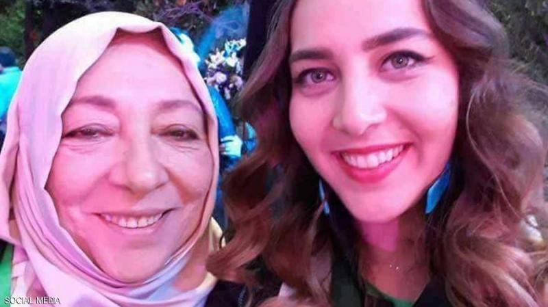 معارضة سورية وابنتها