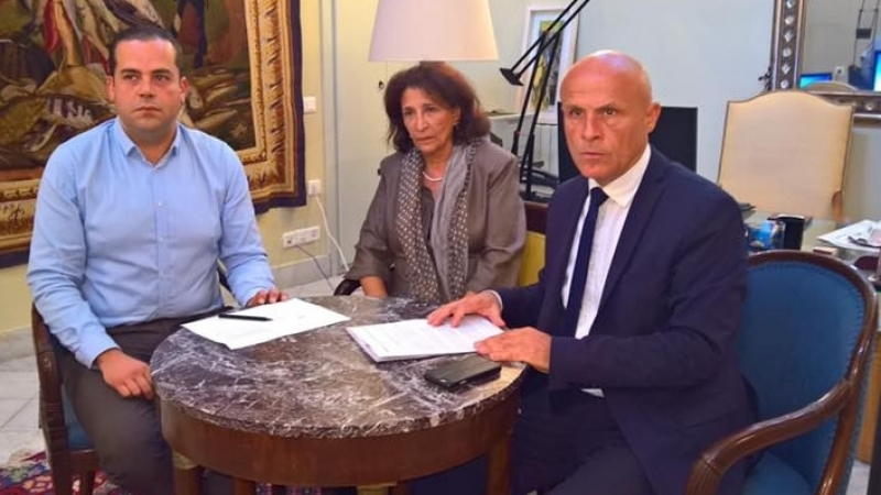 قضية ''القبلة'': سفير فرنسا منشغل من الحكم ضد مواطنه وصديقته التونسية