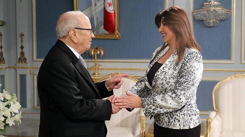 السبسي يستقبل الصحفية التي رغبت في الحصول على جواز سفر تونسي