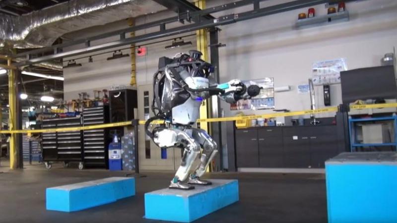 الروبوت الأكثر تطوّرا في العالم بإمكانه القفز و التشقلب في الهواء