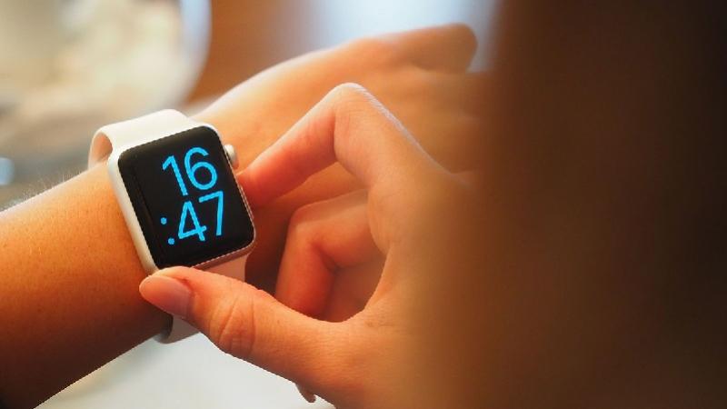 أعلنت ألمانيا حظر بيع الساعات الذكية التي يستخدمها الأطفال بسبب مخاوف