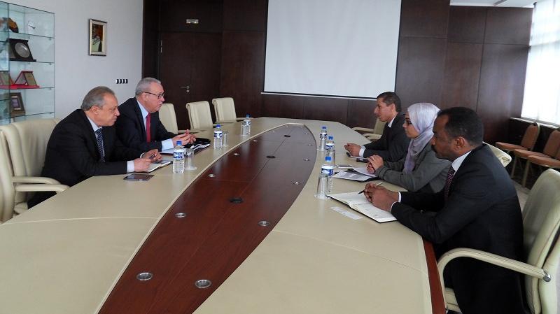 وفد من خبراء الصندوق النقد العربي في مقر منظّمة الأعراف