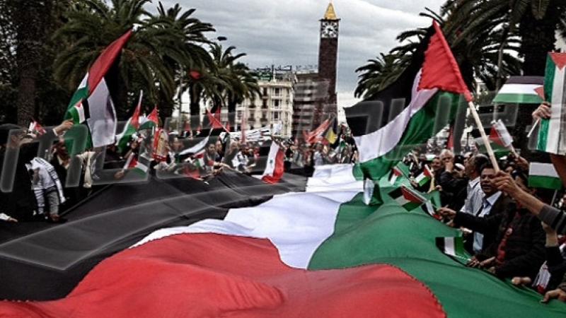 تجمّع للطلبة أمام المسرح البلدي بالعاصمة نصرة لفلسطين