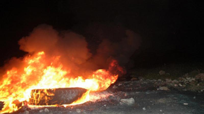 حرق عجلات مطاطية