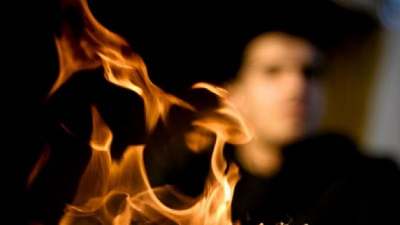راس الجبل : شاب يضرم النار في جسده
