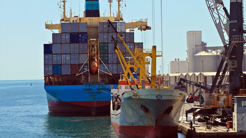 تسرب أطنان من زيت الزيتون في الميناء التجاري بصفاقس