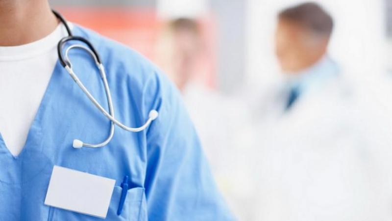 الأطباء المقيمون والداخليون وطلبة الطب يمددون اضرابهم