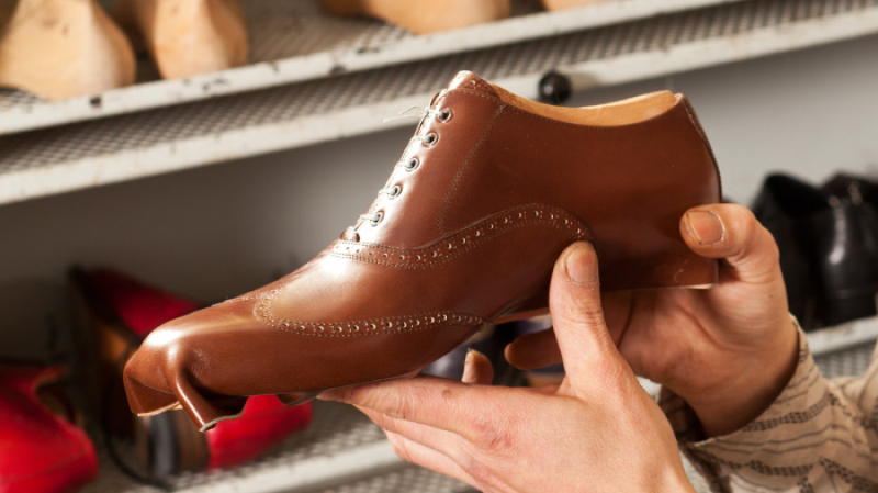 الفريب وتهريب الجلد يهددان سوق الأحذية في تونس