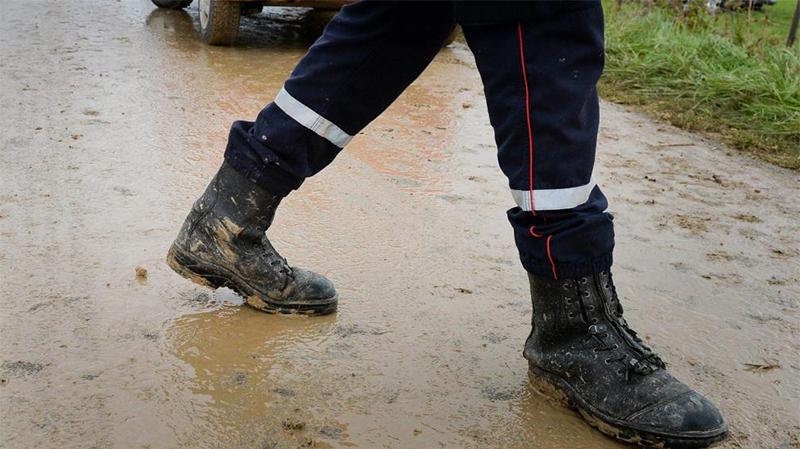 الرقاب: تسرب مياه الامطار الى المنازل بسبب بطء أشغال في الطريق