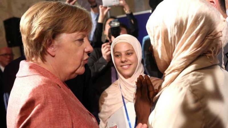 ميركل ترد على وزير الداخلية الألماني: 'الإسلام جزء من ألمانيا'