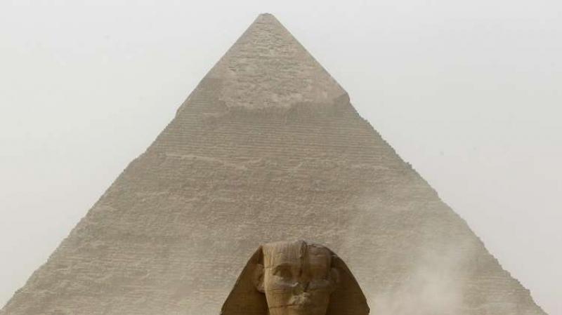 مصري يحاول الإنتحار من أعلى هرم ''خوفو''
