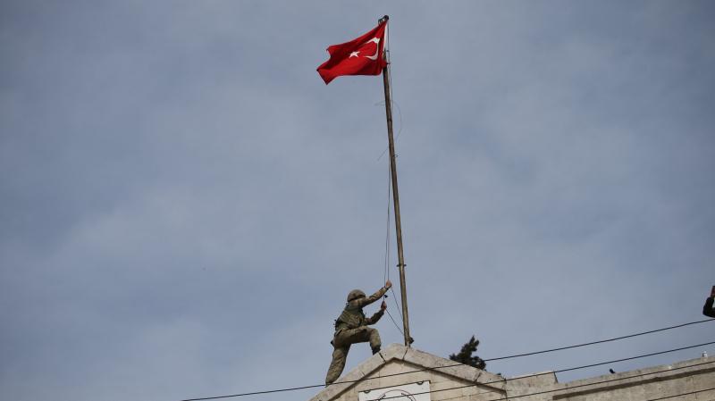 العلم التركي يُرفع في ''عفرين'' السورية