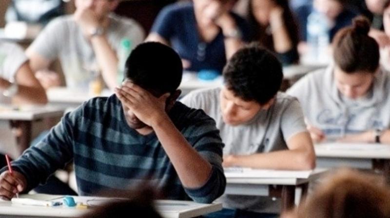 تلميذ باكالوريا يُحرم من مواصلة دراسته بالخارج بسبب تواصل حجب الأعداد