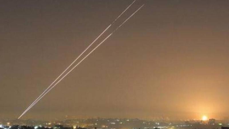 سوريا تتصدى لصواريخ استهدفت مطار الشعيرات