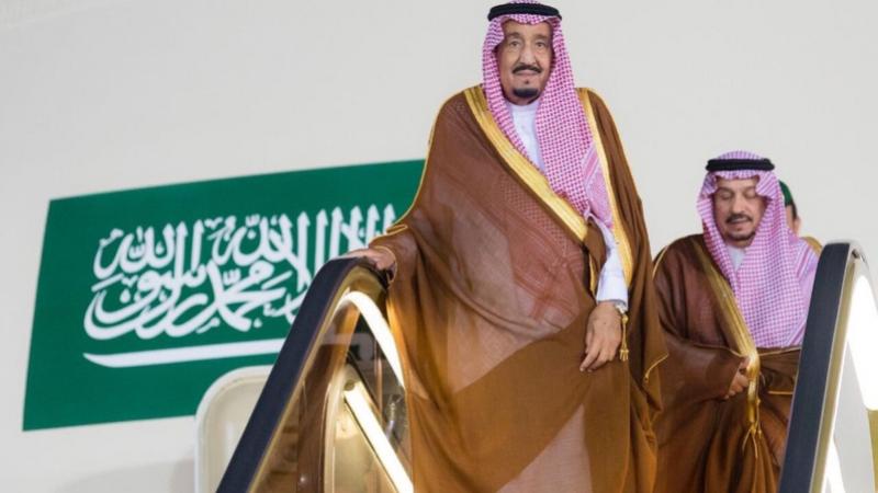 مسؤول سعودي : الملك سلمان لم يكن في القصر خلال إسقاط الطائرة