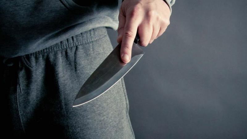 اعتداء بسكين