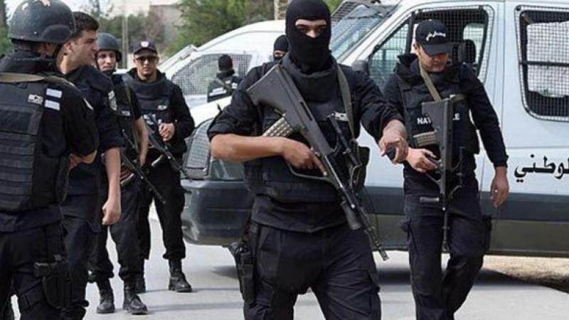 القبض على 5 منحرفين خطرين ومروّجي مخدرات بحي هلال