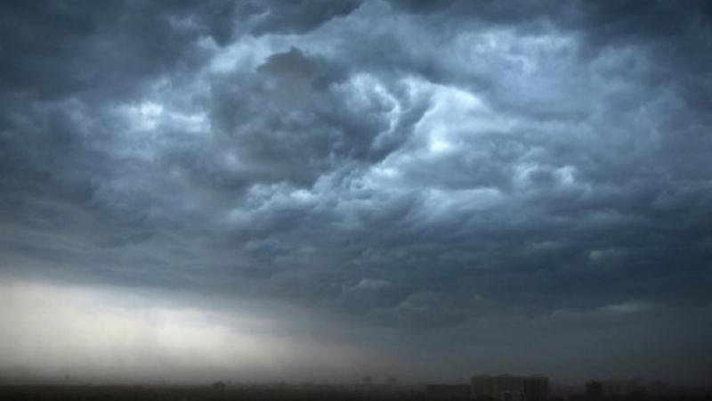 سحب وأمطار متفرّقة الجمعة