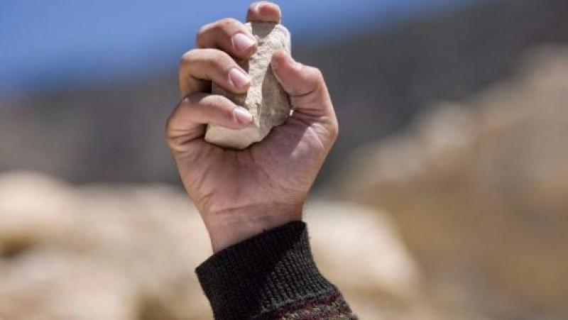 القبض على 7 أطفال تعمدوا رشق المارة بالحجارة في العاصمة