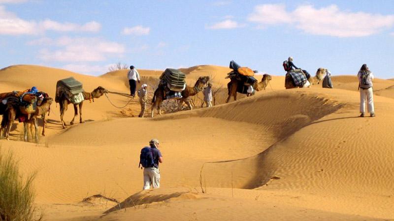 السياحة الصحراوية تشهد إنتعاشة ومطالبة بتوفير الحماية والإسعاف
