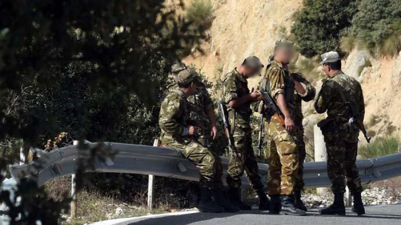 5 إرهابيين يسلمون أنفسهم للجيش الجزائري