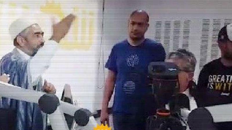 عادل العلمي يقتحم مقر 'شمس أف أم' ويعتدي على العاملين فيها