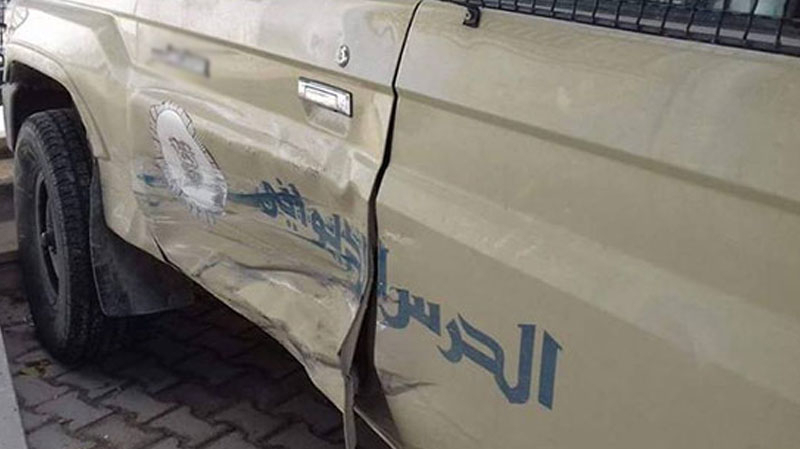 70 مهربا يحاصرون سيارة ديوانة..والجيش يتدخل باطلاق النار لتفريقهم..
