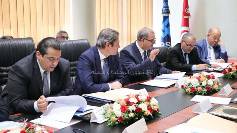 وزير الشؤون المحلية يجتمع بدفعة أولى من الولاة