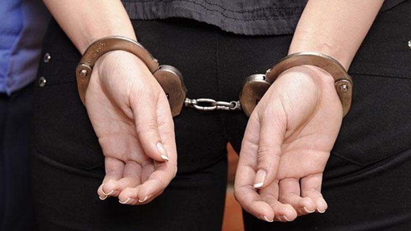 أريانة: القبض على زوجة وابن بائع خمر خلسة لمشاركتهما في الجريمة