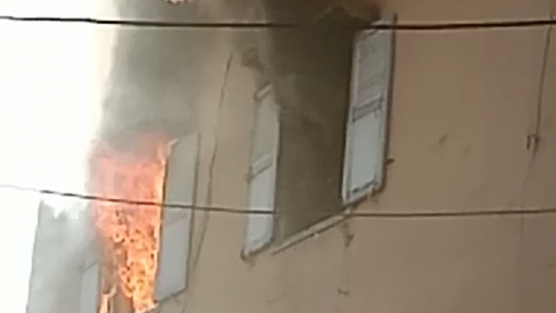 يحرق منزل عائلته بعد رفضها تمكينه من المال للـ ''حرقة''