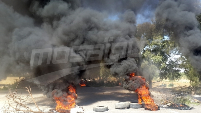 القيروان : احتقان وتوتر في العلا ومحتجون يشعلون العجلات المطاطية