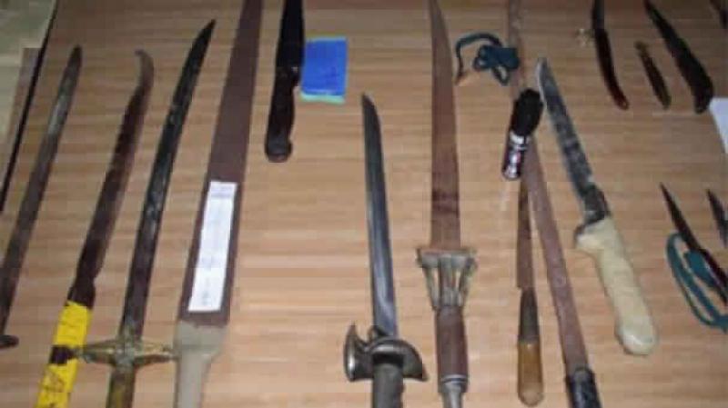 سيدي بوزيد: القبض على شاب مُرحّل من ألمانيا بشبهة صنعه السيوف