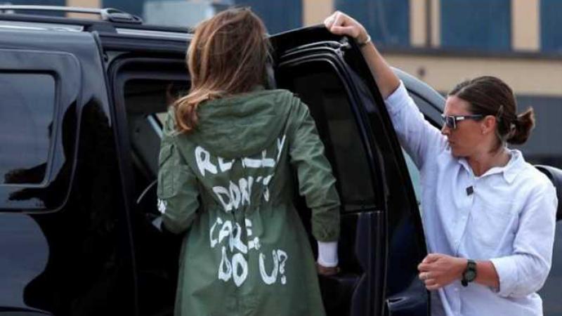 معطف 'مستفز' لميلانيا ترامب خلال زيارتها لمركز إحتجاز أطفال مهاجرين