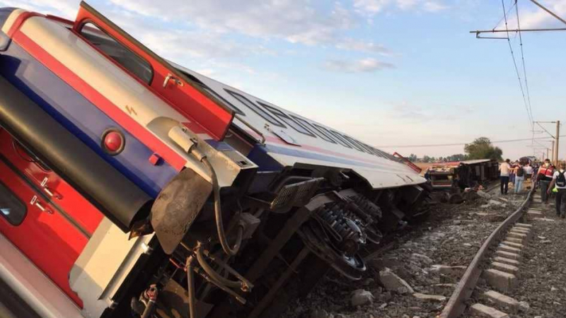 تركيا : مقتل العشرات في حادث قطار