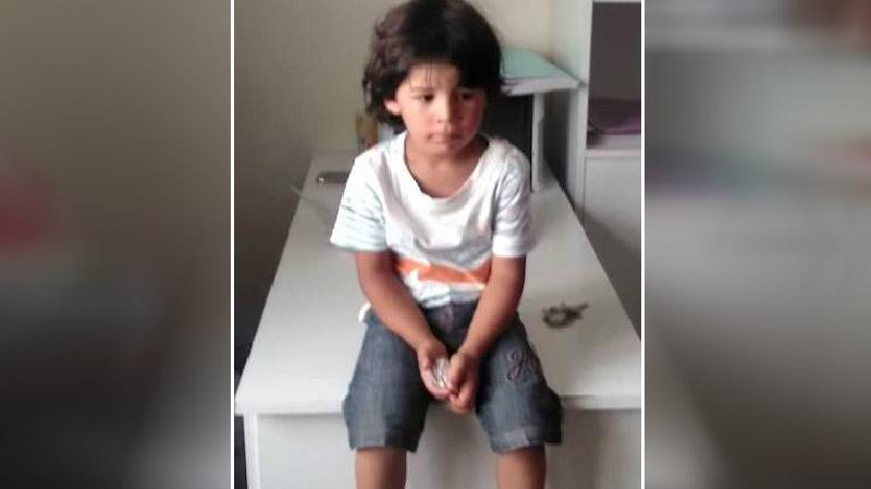 طفل تائه بحي التضامن ودعوة لكل من يتعرف عليه الإتصال بأقرب وحدة أمنية