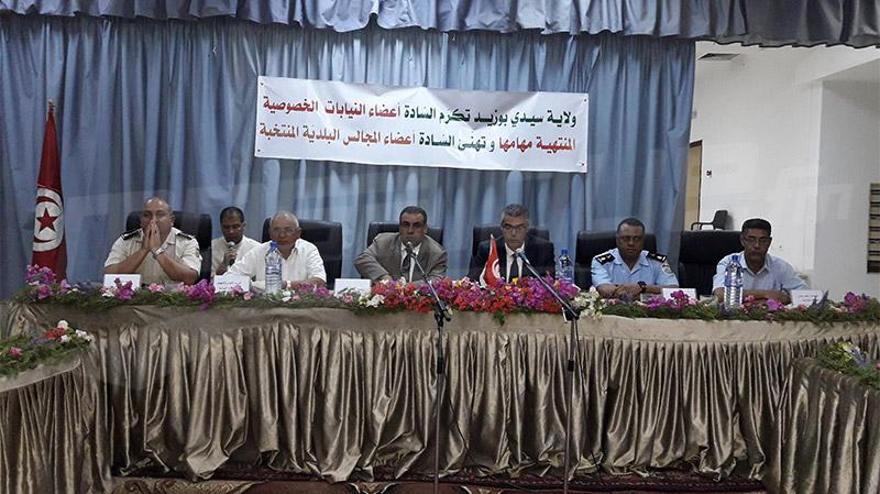 في جلسة تكريم: رؤساء البلديات يتسلمون مفاتيح مدن سيدي بوزيد