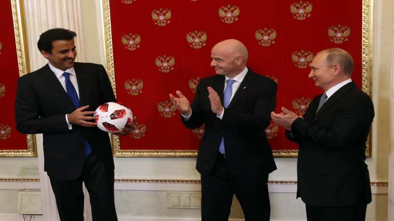 مونديال 2022: بوتين يسلم أمير قطر الشارة الرمزية لتنظيم المنافسة