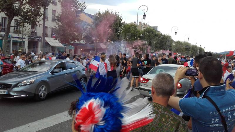 احتفالات عارمة بشوارع باريس احتفالا بالتتويج بكأس العالم
