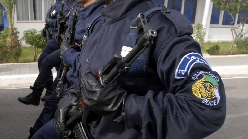 الجزائر: إيقاف أعوان شرطة تواطؤوا مع أحد بارونات المخدرات