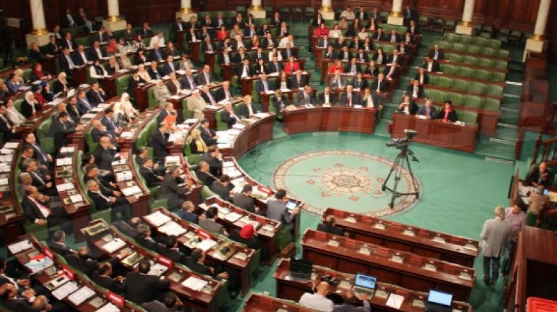 أكثر من 60 نائبا أمضوا على عريضة لمطالبة الشاهد بالقدوم إلى البرلمان