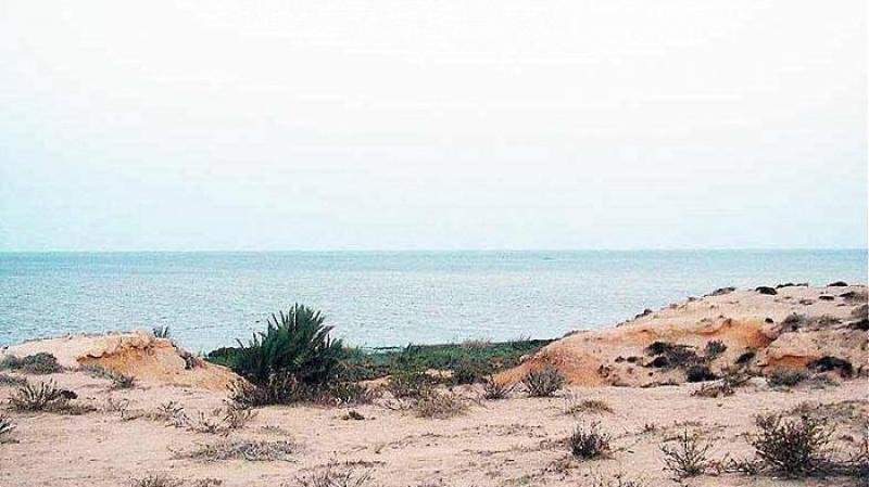 قابس: جمعيةتطالب بالكف عن سكب مادة الفوسفوجيبس في البحر