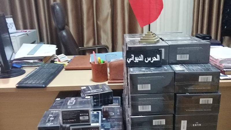 سوسة: مداهمة أحد المستودعات و حجز سجائر إلكترونية مهربة من الجزائر