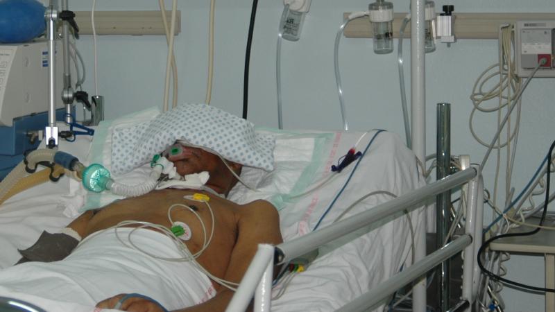 بسبب عدم الامضاء على وصل تسليم سلك للمستشفى: حياة مريض في خطر
