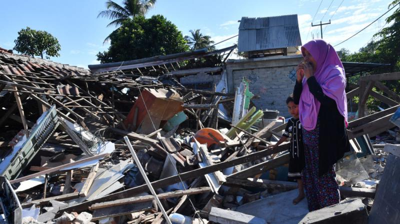 زلزال قوي يهز جزيرة لومبوك الإندونيسية وانهيار بعض المباني