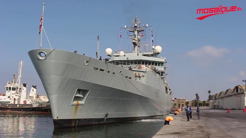 البارجة الحربية االبريطانية 'HMS ECHO' ترسو بميناء حلق الوادي