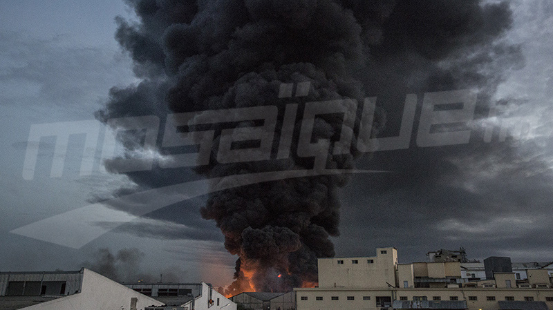 حريق حي الخضراء: النيران تصل 'مقبرة اليهود' و6 شاحنات لإطفائها